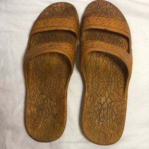Brown jandals with non-slip grip